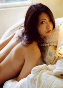 倉持明日香 写真集「耳たぶ」のヌード&水着のエロ画像107枚!