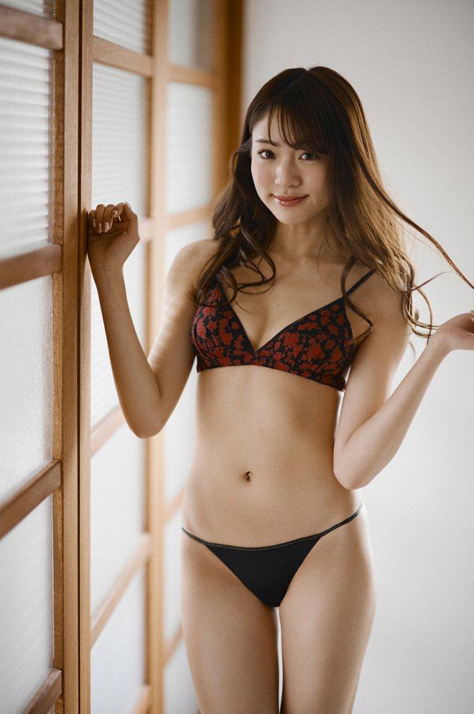 志田友美 画像045