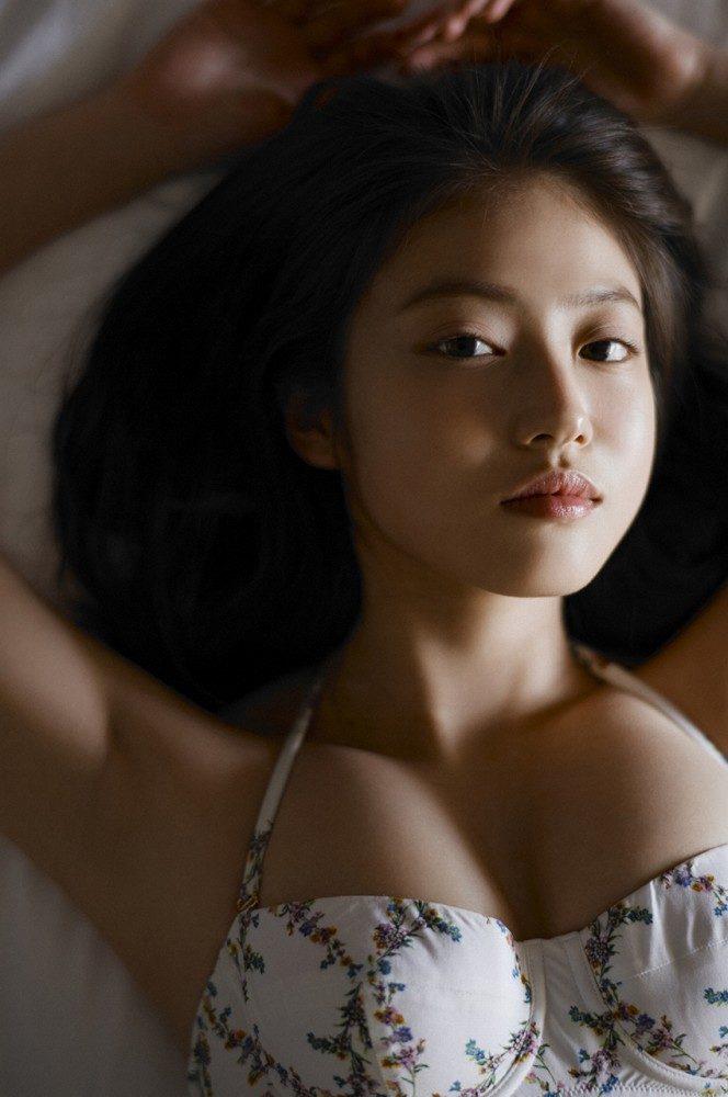 今田美桜 画像040