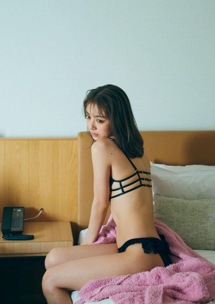 内田理央 画像003